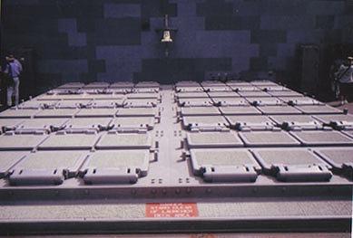 イージス艦のミサイル垂直発射装置
